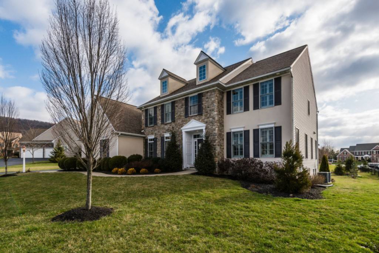 2375 Woodstream Way, Enola, PA 17025